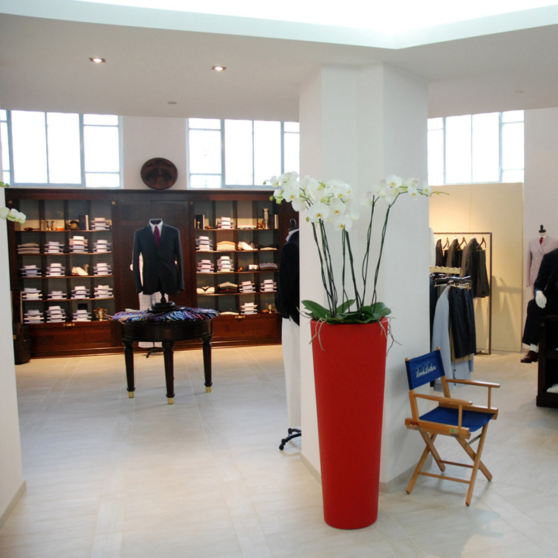 Progettazione d 39 interni e restyling di locali e showroom for Progettazione spazi interni