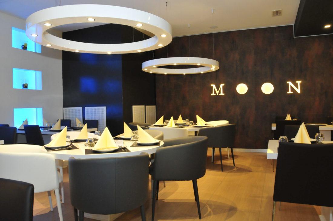 La riprogettazione del ristorante Moon nella città di Ferrara, ha riguardato sopratutto al progetto illuminotecnico della sala principale