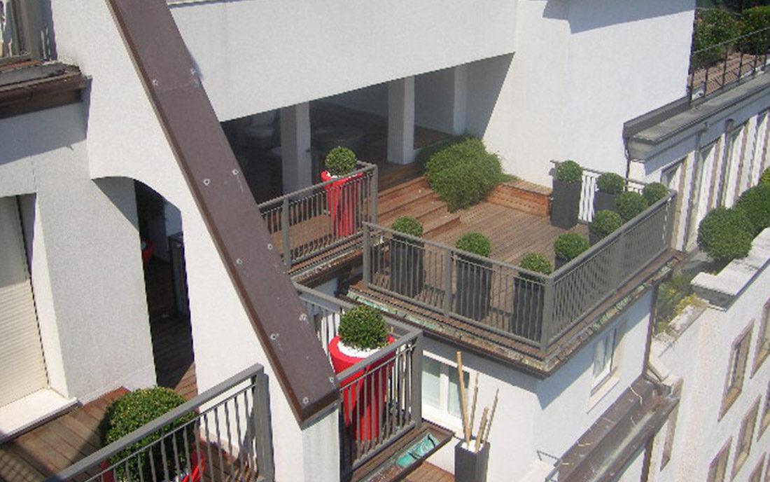 Vista del balcone esterno dell'appartamento ristrutturato a Milano