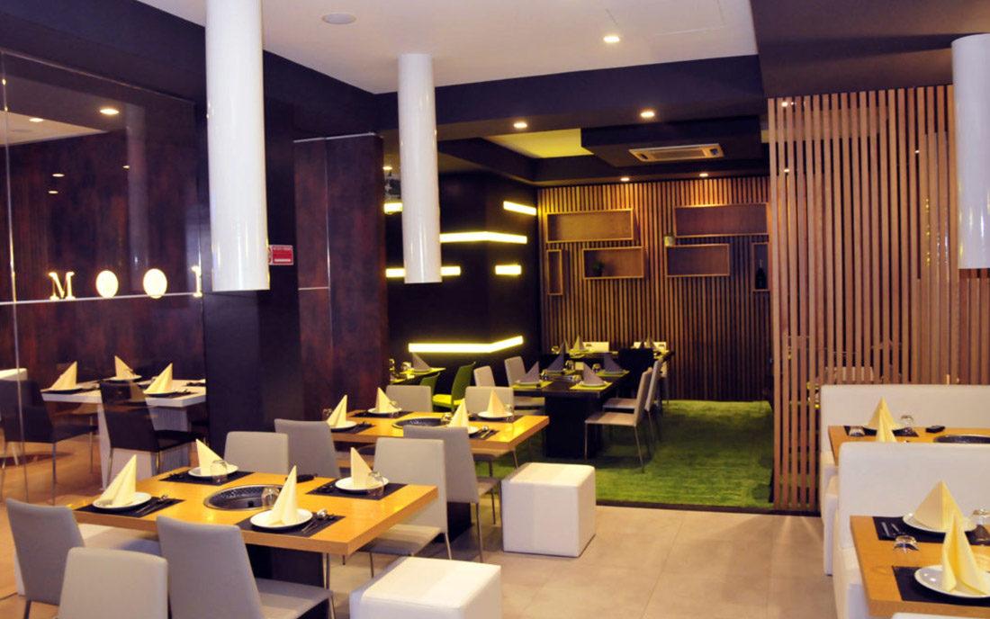 La riprogettazione degli spazi del ristorante Koreano Moon nella città di Ferrara, si è concentrata sulla progettazione illuminotecnica della sala principale