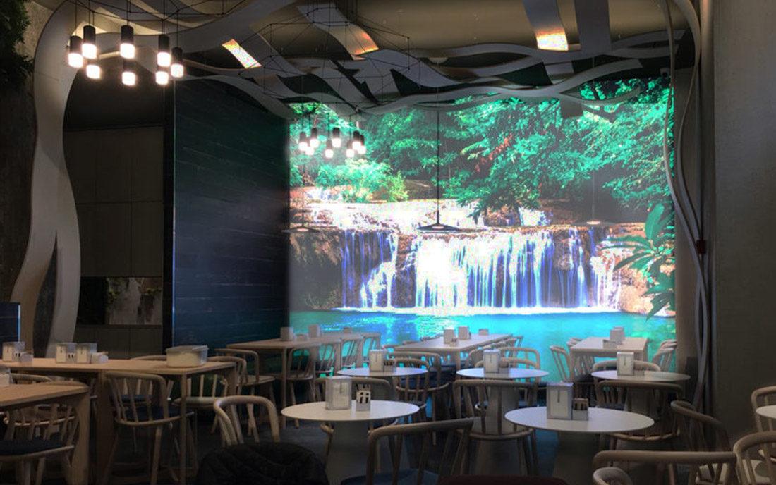 Particolare della Sala della caffetteria Nui city jungle di Milano